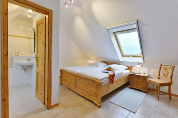 Schlafzimmer der Fewo im Pferdehof von den Störtebeker Appartements in Ralswiek auf Rügen