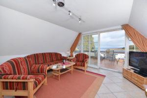 """Appartement-Wohnzimmer im """"Haus Riff"""" am Hafen von Ralswiek auf der Insel Rügen an der Ostseeküste"""