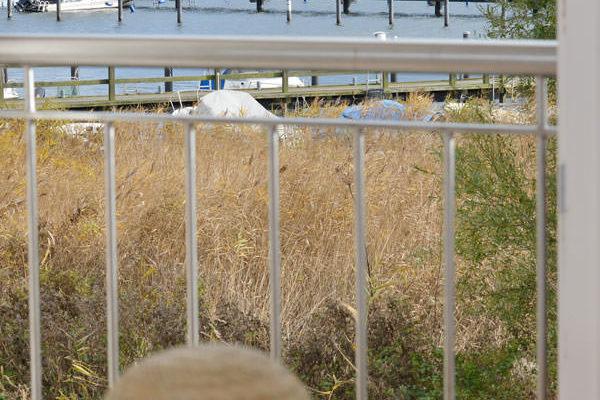 Blick auf den Jasmunder Bodden von den Appartements im Haus am Hafen von Ralswiek auf der Insel Rügen
