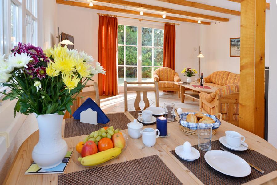 Essbereich in der Ferienwohnung im Haus am Hafen am Jasmunder Bodden in Ralswiek auf der Insel Rügen