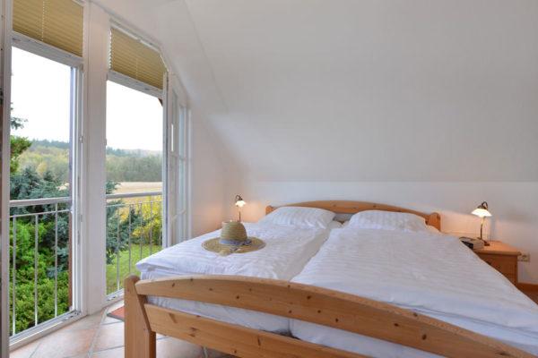 Schlafzimmer der Störtebeker Appartements im Ferienhaus am Hafen in Ralswiek auf Rügen