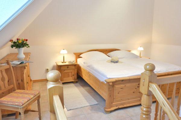 Schlafzimmer in den Ferienwohnungen im Pferdehof der Störtebeker Festspiele in Ralswiek auf Rügen