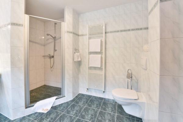 Badezimmer der Fewo in den Störtebeker Appartements im Pferdehof Ralswiek auf Rügen
