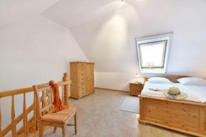 Schlafzimmer der Fewo in den Störtebeker Appartements im Pferdehof Ralswiek auf Rügen