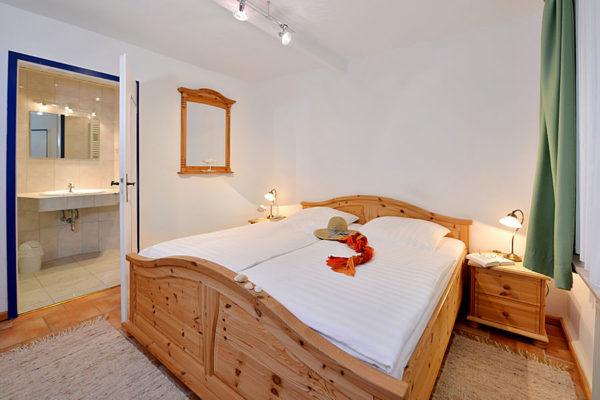 schlafzimmer-appartements-haus-im-park-ralswiek-ruegen-wg1