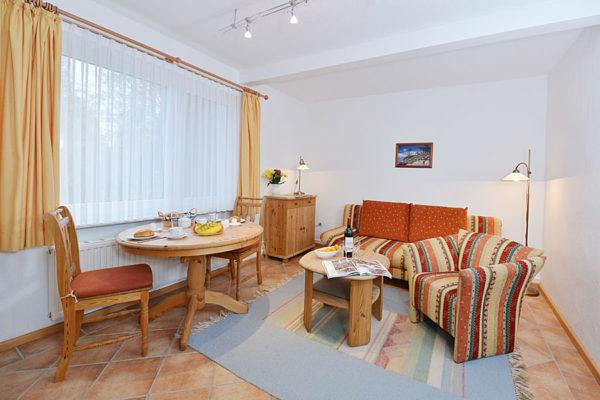 stoertebker-ferienwohnungen-ruegen-haus-im-park-wg3