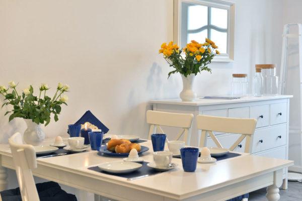 blaues-haus-ferienwohnungen-ruegen-essbereich-wg4