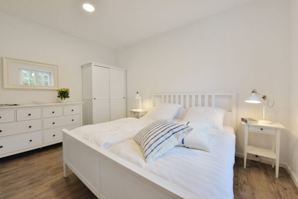 ferienwohnung-blaues-haus-ruegen-schlafzimmer-wg1
