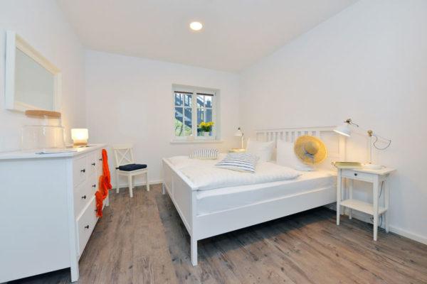 schlafzimmer-appertements-ralswiek-ruegen-blaues-haus-wg2