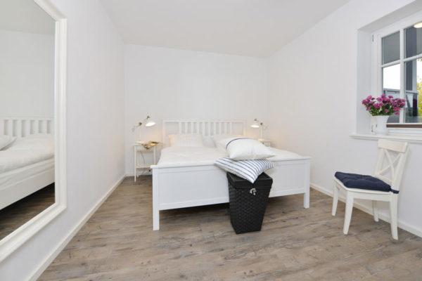 schlafzimmer-blaues-haus-ferienwohnungen-ruegen-wg3