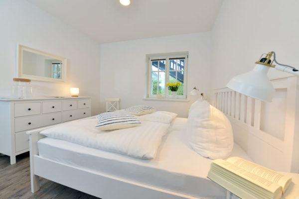schlafzimmer-ferienwohnungen-ralswiek-insel-ruegen-blaues-haus-wg2