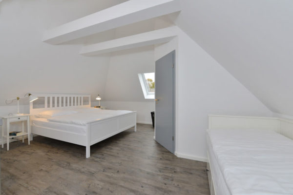 schlafzimmer-ferienwohnungen-ralswiek-ruegen-blaues-haus-wg5