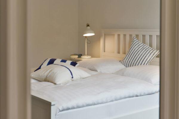 stoertebeker-appartements-blaues-haus-schlafzimmer-wg4