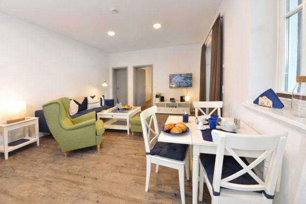 stoertebeker-appartements-ralswiek-ruegen-wohnbereich-blaues-haus-wg3