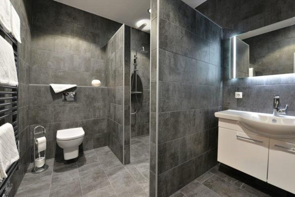 stoertebeker-appartements-ruegen-badezimmer-blaues-haus-wg3