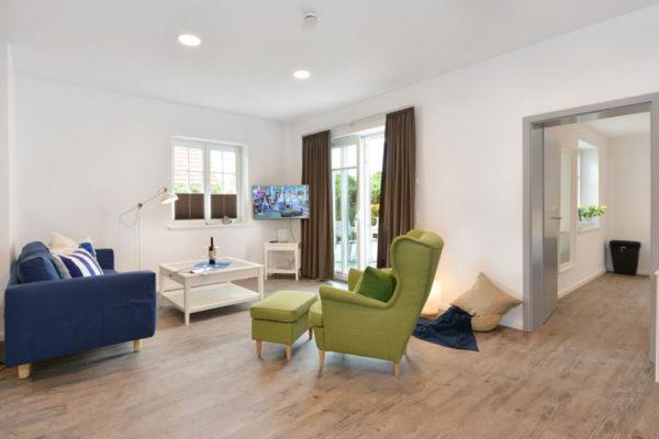 stoertebeker-appartements-ruegen-wohnbereich-blaues-haus-wg4