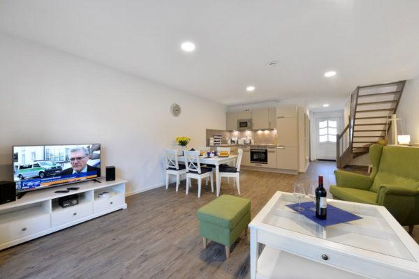 wohnbereich-ferienwohnung-ralswiek-ruegen-blaues-haus-wg6